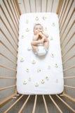 婴孩小儿床 免版税库存图片