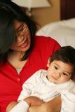 婴孩床平静藏品母亲 库存照片