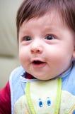 婴孩愉快围嘴的男孩 免版税库存照片