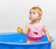 婴孩愉快的使用的夏天 免版税库存照片