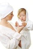 婴孩愉快的母亲照片 库存照片
