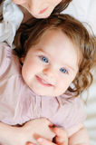 婴孩接近的女孩 免版税库存照片