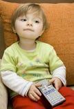 婴孩控制女孩遥控 免版税库存图片
