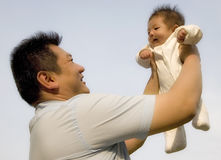 婴孩暂挂了高 免版税库存照片