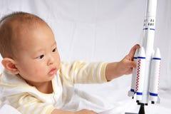 婴孩模型作用火箭 免版税库存图片