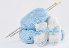婴孩毛线编织了针s纱线 免版税库存照片