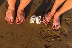 婴孩海滩系列英尺月照顾九老沙子 免版税库存图片