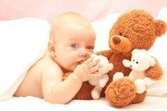 婴孩熊女孩女用连杉衬裤 免版税库存照片