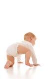 婴孩爬行的逗人喜爱的女孩 库存图片