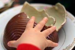婴孩爱吃甜品的胃口 免版税库存照片