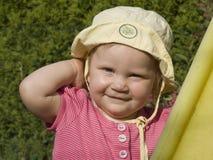 婴孩白肤金发的年轻人 免版税库存照片