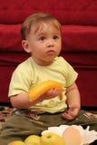 婴孩白肤金发的男孩一点 库存照片