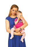 婴孩秀丽女孩她的藏品母亲 免版税库存照片