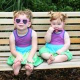 婴孩穿戴女孩星期日太阳镜二 免版税库存照片