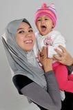 婴孩笑母亲 库存照片