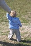 婴孩第一个s步骤 库存图片