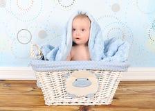 婴孩篮子毯子男孩题头甜点 免版税库存照片