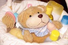婴孩篮子礼品 免版税库存图片