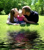 婴孩系列亲吻的w年轻人 免版税库存图片
