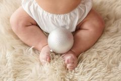 婴孩英尺 愉快概念的系列 母道的美好的概念性图象 免版税库存照片