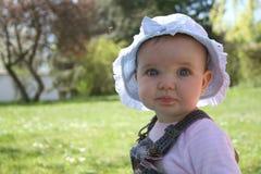婴孩草坪 免版税库存图片
