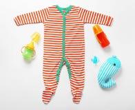 婴孩衣裳和necessitie 免版税库存照片