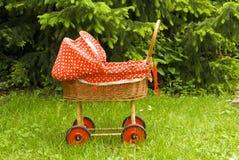 婴孩车摇篮车红色婴儿推车 免版税图库摄影