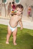 婴孩逗人喜爱的女孩棒棒糖 图库摄影