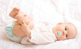婴孩逗人喜爱的月六 免版税库存图片