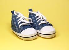 婴孩逗人喜爱的鞋子 库存照片