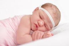 婴孩逗人喜爱的dof眼睛重点留下低新出生的纵向 免版税图库摄影
