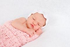 婴孩逗人喜爱的dof眼睛重点留下低新出生的纵向 库存照片