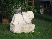 婴孩雕塑 库存照片