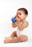 婴孩饮用的女孩水 库存图片