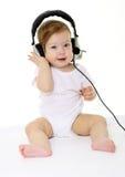 婴孩黑色愉快耳机唱歌 免版税库存图片