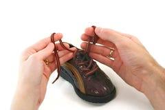 婴孩h小的父项鞋子 免版税库存图片