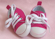 婴孩s运动鞋 免版税库存图片