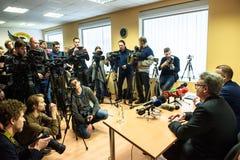 媒介代表和照相机在新闻招待会在KNAB 免版税库存图片