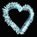 嫉妒和锋利的爱:水晶心脏形状 库存照片