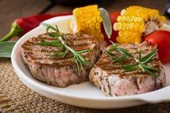 嫩和水多的小牛肉牛排 图库摄影