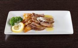 嫩小牛肉肉大块用调味汁 免版税库存照片