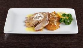 嫩小牛肉肉大块用调味汁 图库摄影