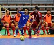 黎巴嫩的NUSAYA Piyanat #14和伊莱亚斯卡迈勒为球战斗在期间 免版税库存照片