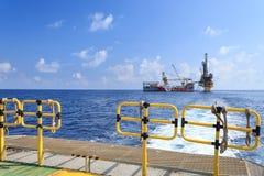 嫩钻抽油装置(驳船抽油装置) 免版税库存照片