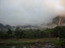 嫩绿的小山全景在东南亚 免版税库存图片