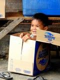 嬉戏的小男孩在巴厘岛 免版税图库摄影