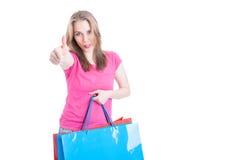 嬉戏的顾客女性黏附的舌头和显示象ges 免版税库存图片