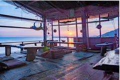 从嬉皮酒吧的热带日落 免版税图库摄影
