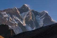洛子峰在日出,珠穆琅玛地区,尼泊尔的山峰 库存图片