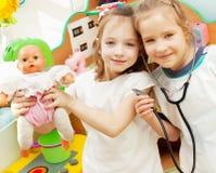 子项在幼稚园 免版税库存图片